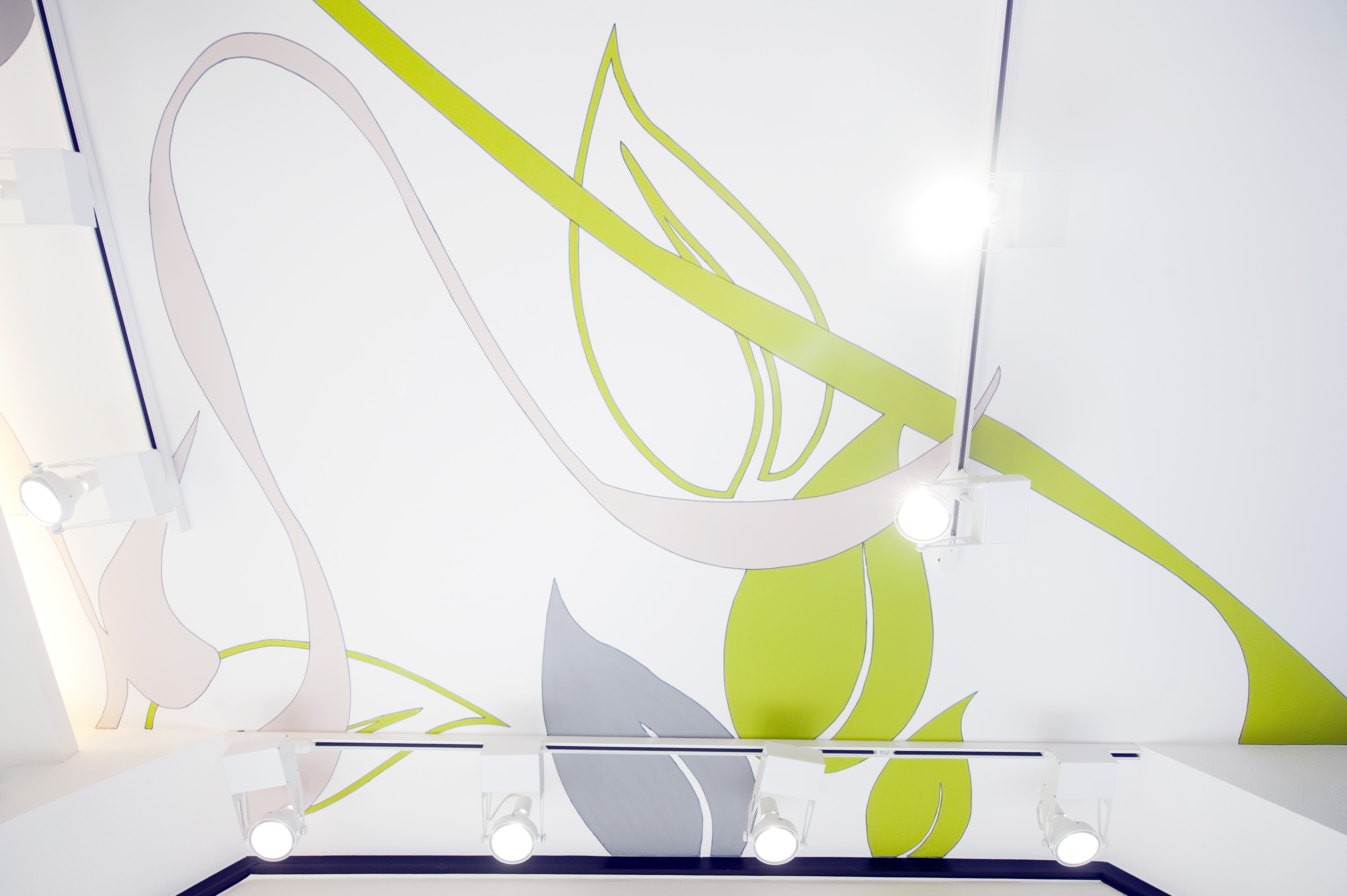 Farbe, Licht und Materialien bestimmen die Raumwirkung.